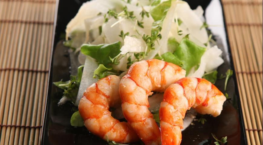 Рецепт Салат с дайконом и креветками