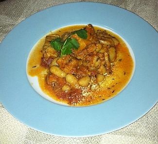 Рецепт Рыба с томатами и фасолью