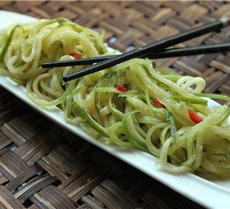 Рецепт Острый салат из огурцов и редьки