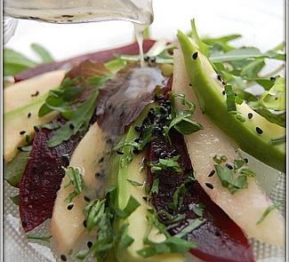 Рецепт Салат из свеклы с грушей и авокадо