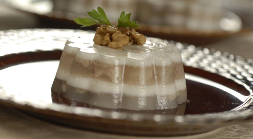 Рецепт Заливное из курицы с грецкими орехами