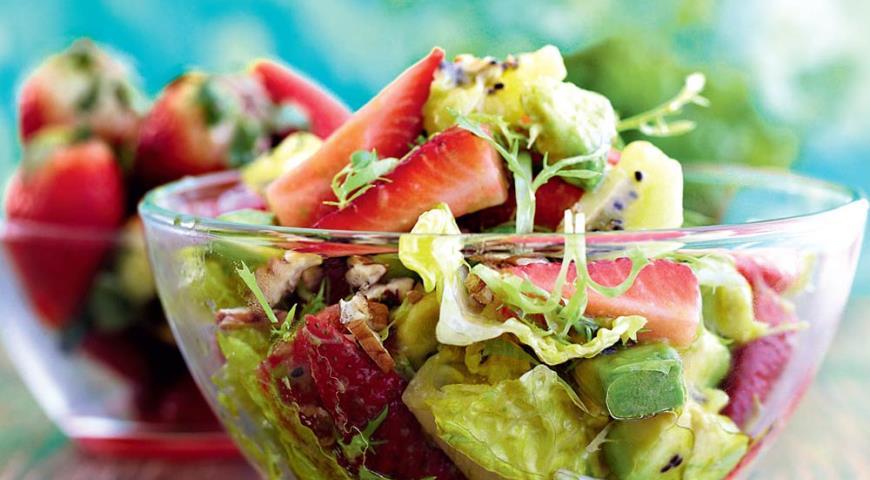 Рецепт Салат из клубники, киви и авокадо с медовой заправкой