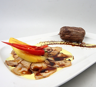 Рецепт Стейк из говядины с грушами и манго