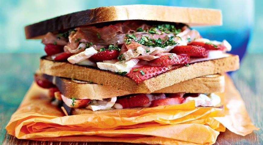 Рецепт Сэндвич с клубникой, ветчиной и сыром бри