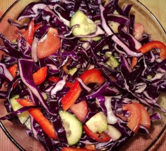 Рецепт Оригинальный салат из краснокочанной капусты с соевым соусом