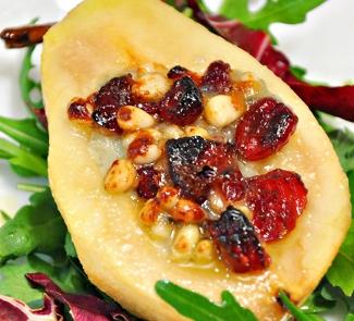 Рецепт Груши, запеченные с сыром Горгонзола, кедровыми орехами и вяленой клюквой