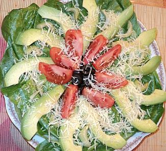 Рецепт Салат с помидорами, маслинами и авокадо