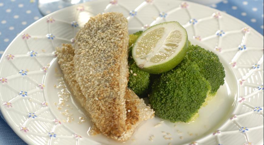 Рецепт Жаренный в кунжуте сибас с брокколи