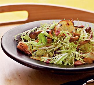 Рецепт Теплый салат из запеченных лесных грибов и фризе