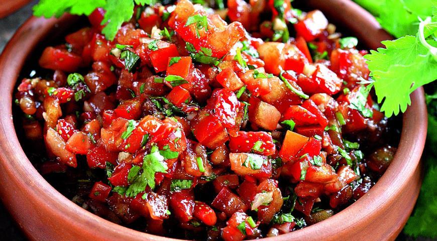Рецепт Сальса из клубники и помидора с кинзой