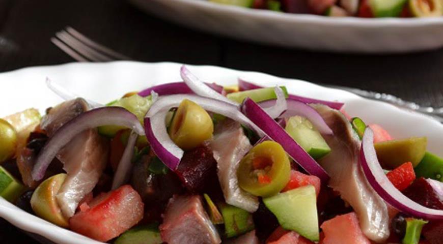 Рецепт Винегрет с красной фасолью и сельдью