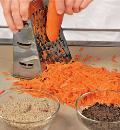 Фото приготовления рецепта: Морковный пирог с миндалем, шаг №1