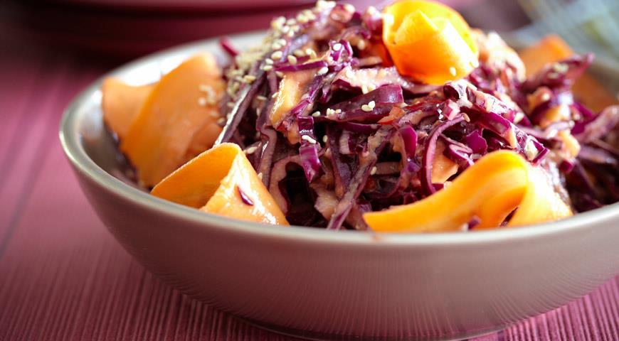Рецепт Салат из манго и краснокочанной капусты