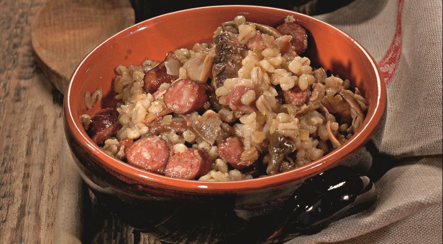 Рецепт Перловка с копчеными колбасками и грибами