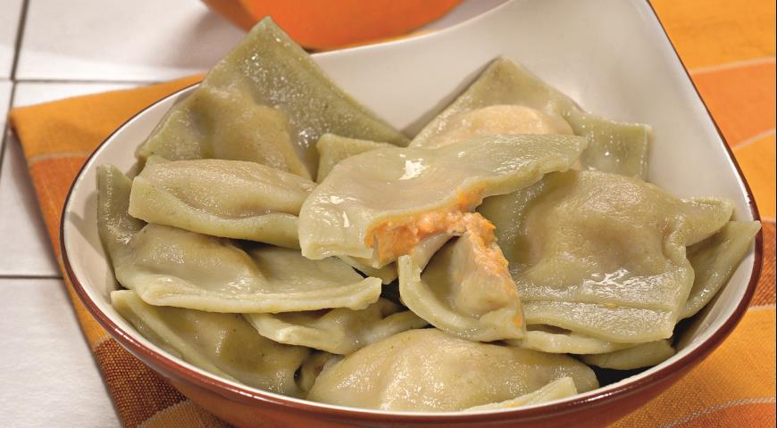 Рецепт Зеленые равиоли с тыквенной начинкой