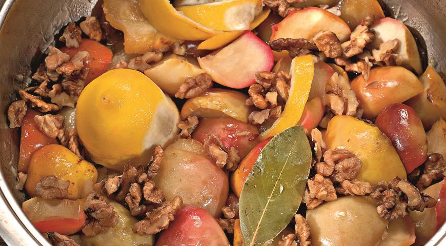 Рецепт Яблочное варенье с грецкими орехами