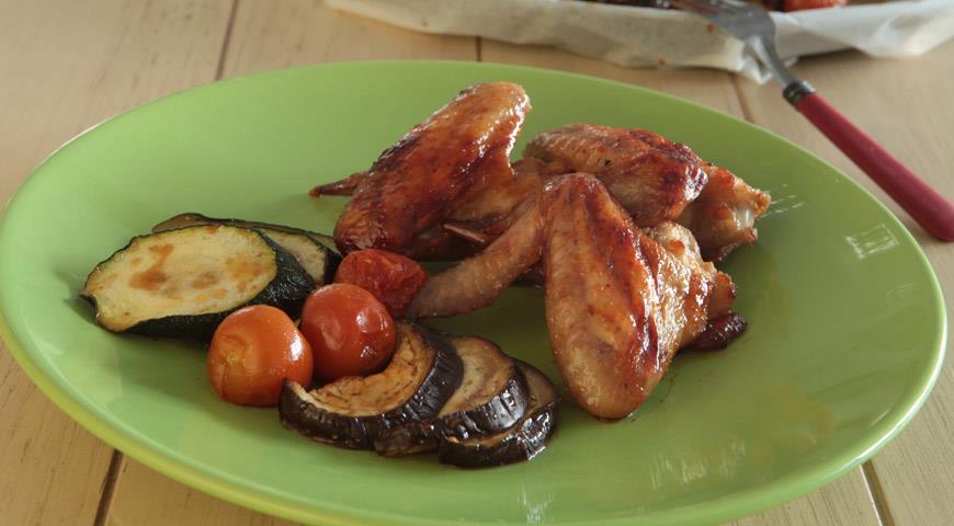 Рецепт Куриные крылышки с овощами