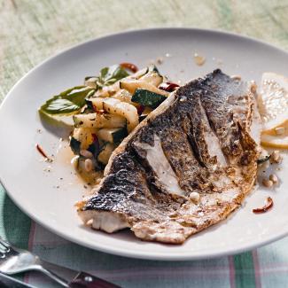 Рецепт Жареная рыба с салатом из цукини