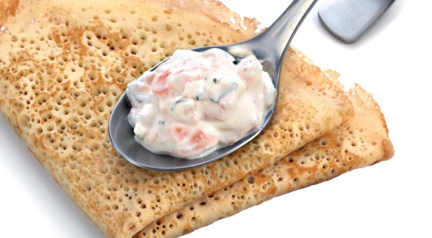 Рецепт Сметанный соус с копченой форелью