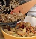 Фото приготовления рецепта: Английский пирог с говядиной и почками, шаг №3