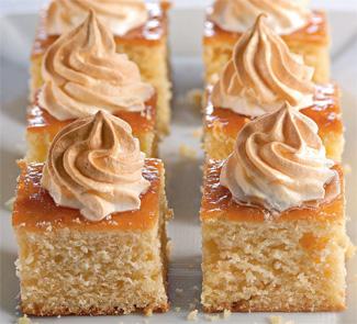 Рецепт Сдобный пирог с абрикосовым джемом и сладкими облаками