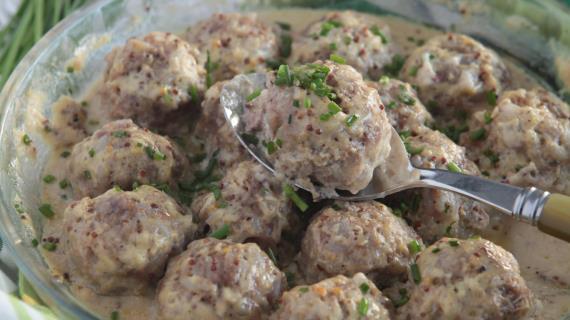 Тефтели из свинины в горчичном соусе