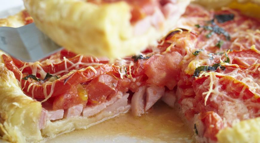 Рецепт Пирог с ветчиной, помидорами и базиликом