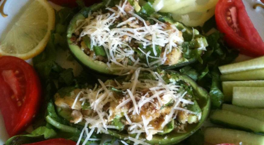 Рецепт Салат Цезарь в лодочках из авокадо