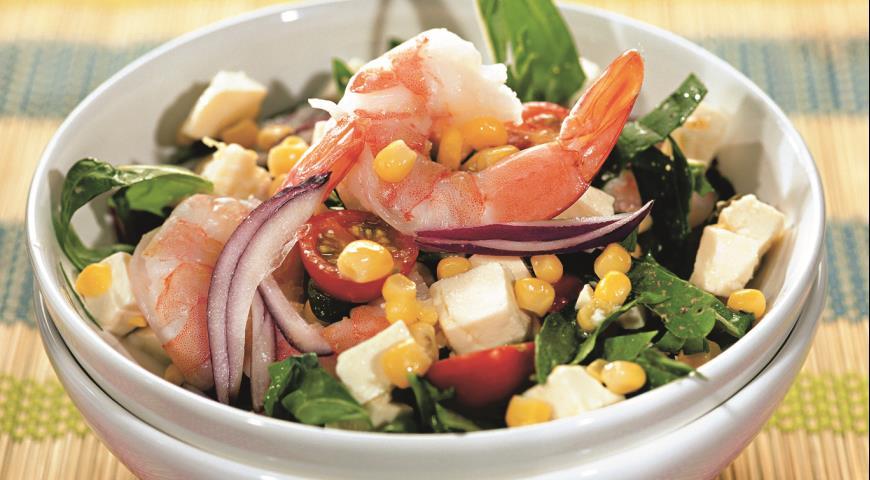 Рецепт Салат из кукурузы, креветок и адыгейского сыра