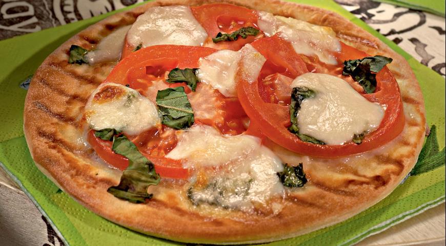 Рецепт Пицца с помидорами и моццареллой