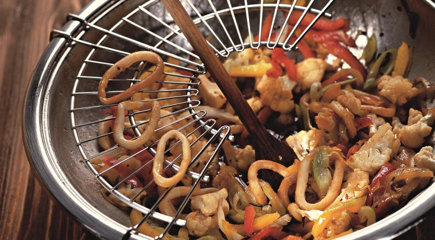 рецепт кальмары с овощами