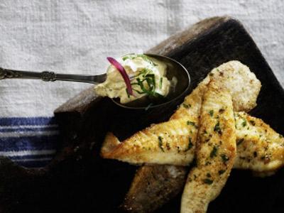 Рецепт Рыба со свекольным салатом и творожным соусом