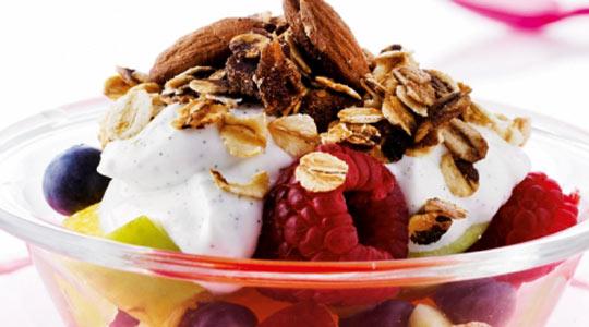 Рецепт Фруктовый салат с хрустящими мюсли