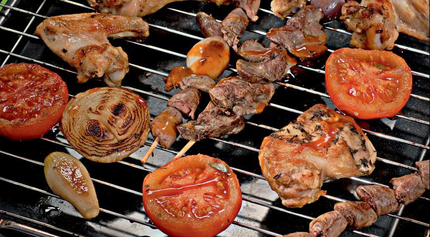 Рецепт Куриное ассорти с луком и помидорами