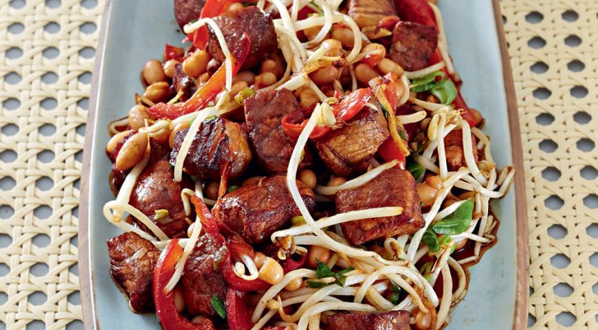 Рецепт Свинина с фасолью в воке