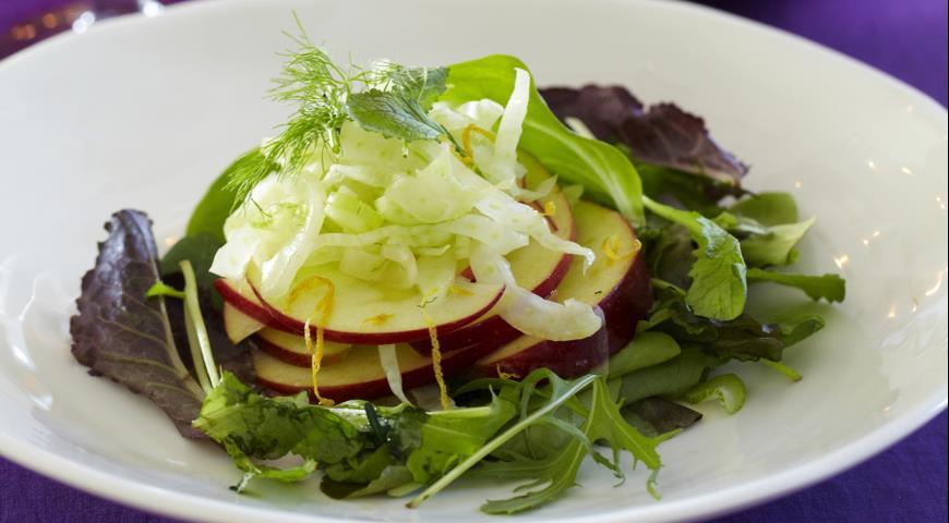 Рецепт Салат с яблоками и фенхелем