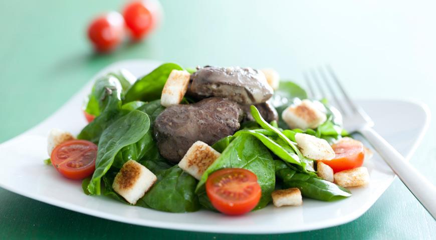 Рецепт Салат из куриной печенки со шпинатом