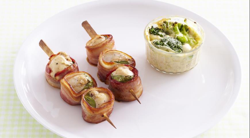 Рецепт Шашлычки из индейки (курицы) с базиликом и беконом