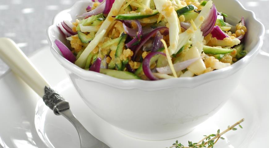 Рецепт Салат из розовой чечевицы, огурцов и сельдерея