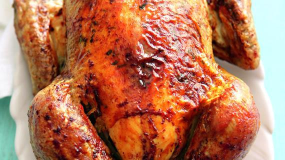 Курица, запеченная с чесночно-базиликовым маслом, пошаговый рецепт с фото