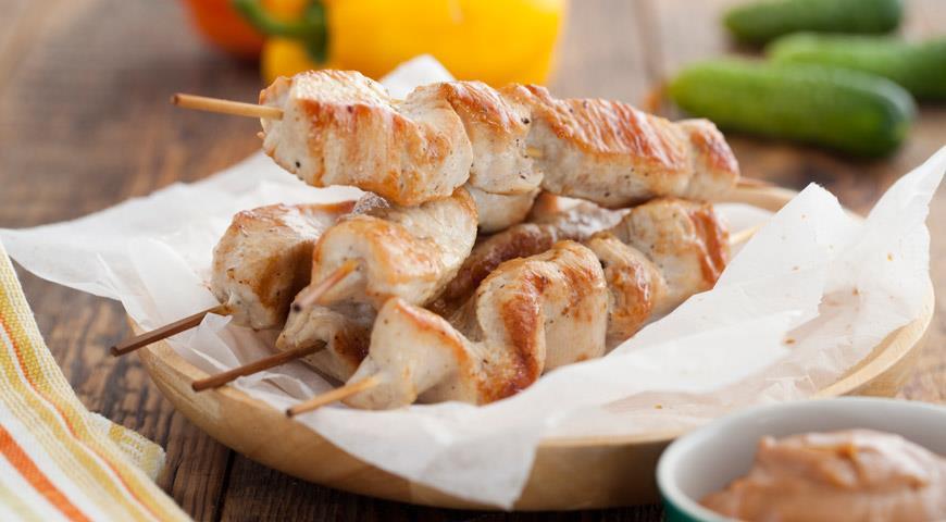 Рецепт Шашлычки из индюшиной грудки с арахисовым соусом