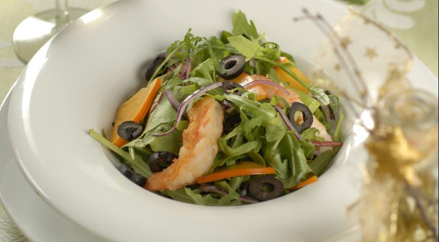 Рецепт Зеленый салат с креветками и хурмой