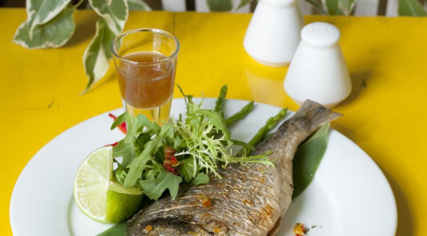 Рецепт Запеченная дорада с леденцовым соусом