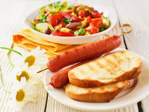 Рецепт Теплый салат из овощей с сосисками-гриль