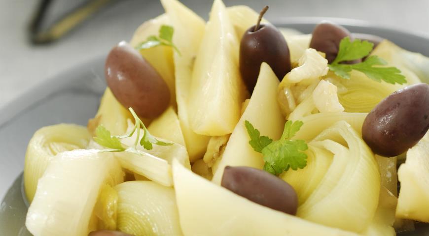 Рецепт Салат из лука-порея с оливками