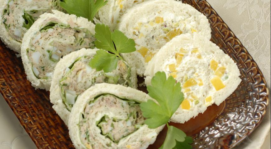 Рецепт Рулеты с тунцом, сыром и зеленью