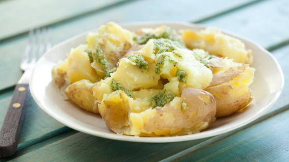 Молодая картошка с соусом