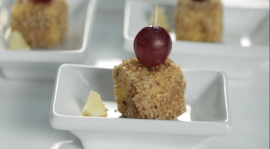 Рецепт Закуска из сыра с виноградом