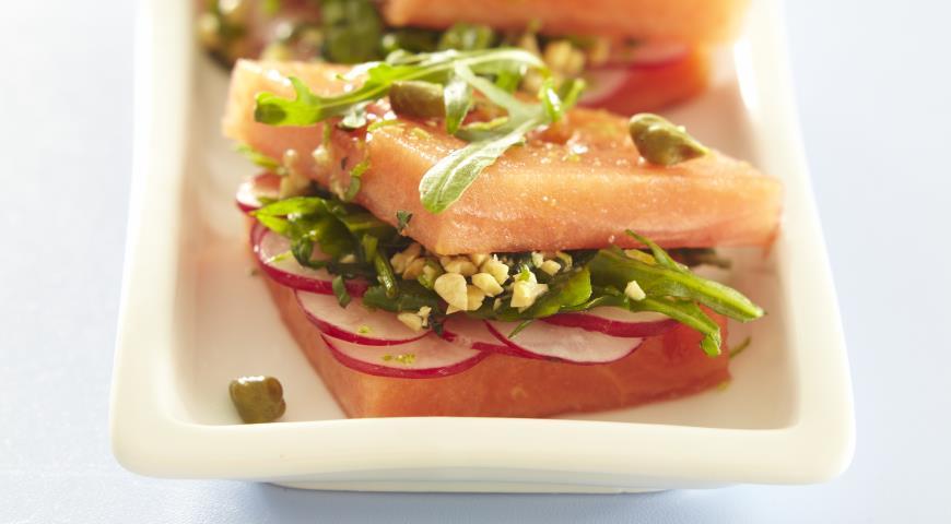 Рецепт Сэндвич из арбуза, редиса и руколы