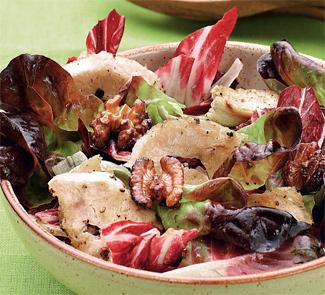 Рецепт Куриный салат с радиккьо и глазированными грецкими орехами
